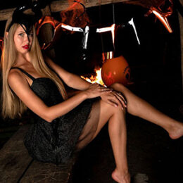 Beauty Evina Call Girls 7 Escort Berlin Get to know Penis Slip through the red light display